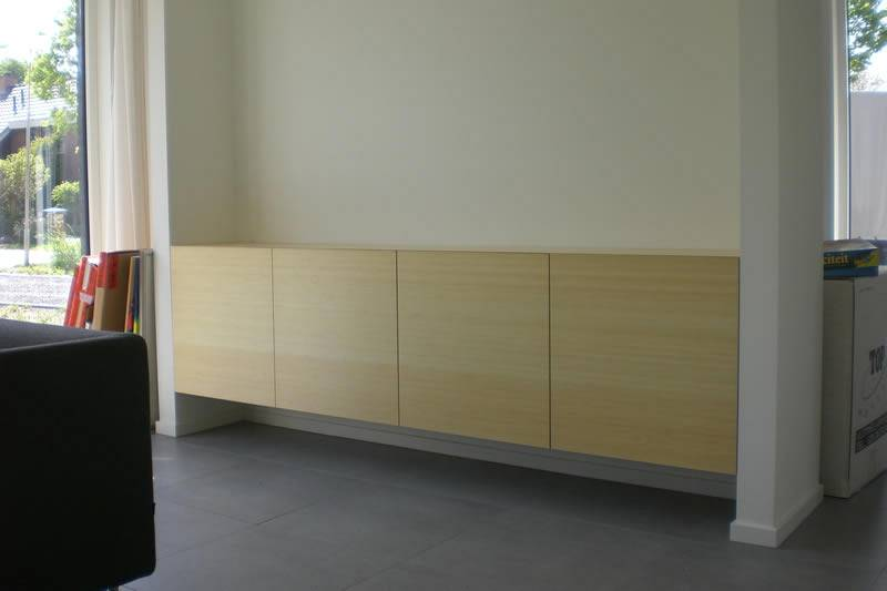 Dressoir, bamboe fineer, greeploos push-to-open.